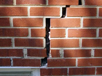 rotating-foundation-wall-crack-lg1
